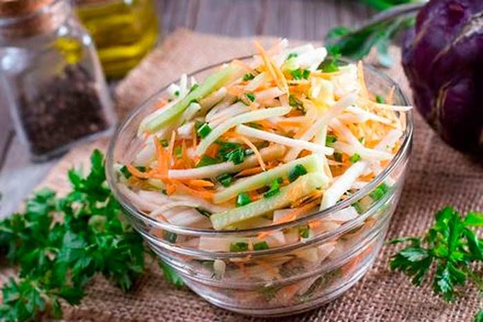 Кольраби в салате