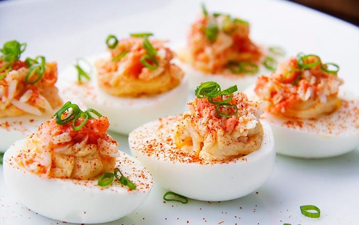 Фаршированные яйца с настурцией