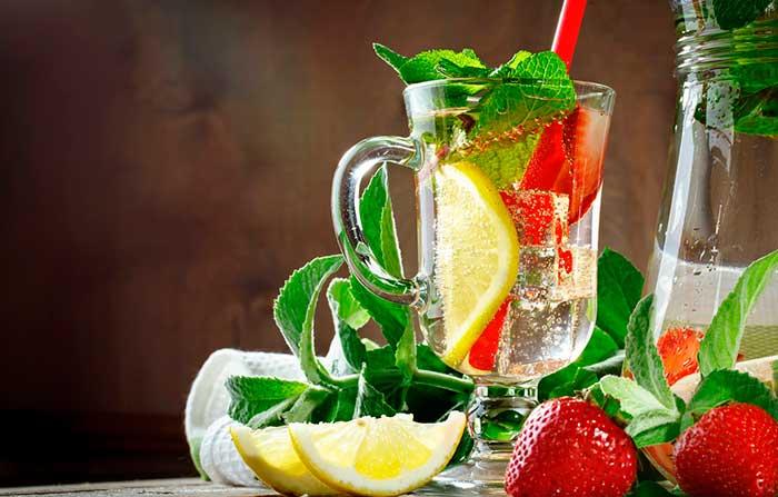Лимонад с клубникой