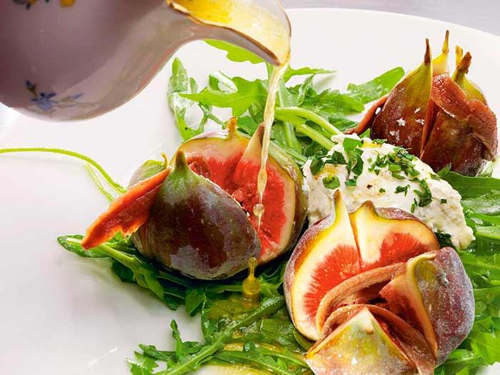 Салат с инжиром и рукколой