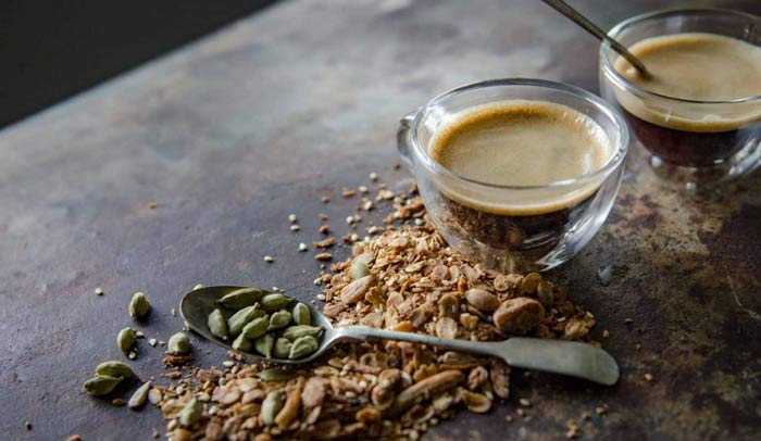 Чай с кардамоном: полезные свойства и противопоказания, рецепт приготовления