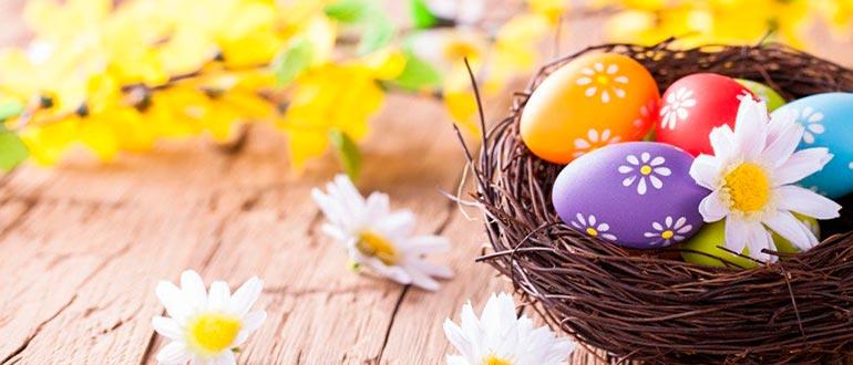 Покраска яиц куркумой
