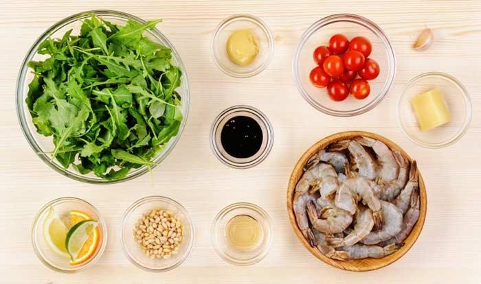 Салат из рукколы с креветками – пошаговое приготовление